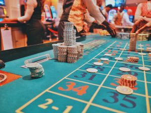 Spin the wheel automatically by using the autoplay button in the online casinos.