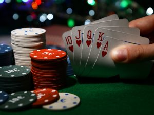 How bitcoins benefit the gamblers while playing online casinos:
